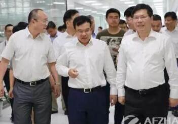 杭州市市长徐立毅一行考察大华智慧物联网产业园