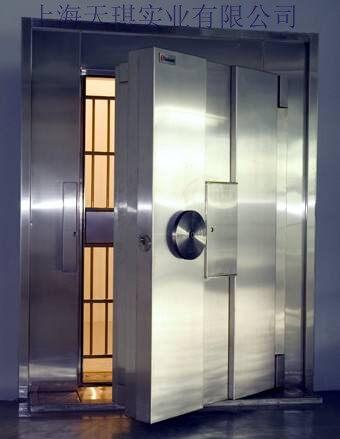 A级珠宝店金库门有普通钢板和不锈钢两种材质。