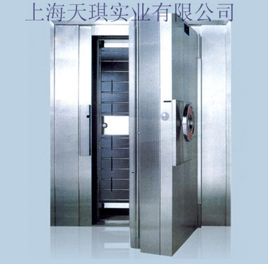 金库门有普通钢板和不锈钢两种材质。