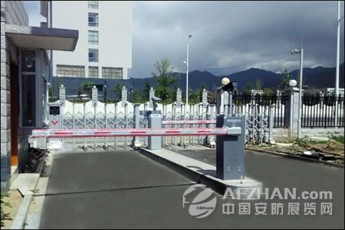 蓝卡车牌识别进驻大美西藏