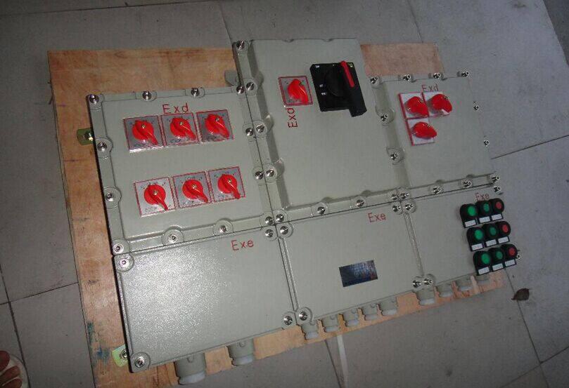 """新疆BXMD69防爆动力配电箱技术参数: 1.执行标准:GB3836-2000 IEC60079 2.防爆标志:EXdIIBT6 EXedIICT6 3.额定电压:AC380V/220V/50HZ 4.额定电流:10A 5.防护等级:IP54、IP65 6.防腐等级:WF1 7.使用类别:AC-3 AC-4 8.引入口规格:G3/4""""-G1 1/2"""" 9.电缆规格:9mm-25mm 订货须知: A."""